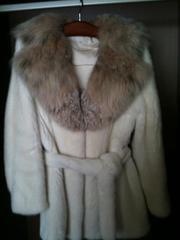 Продается белая норковая шуба с капюшоном из рыси